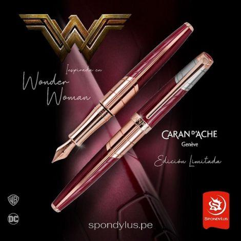 Pluma Wonder Woman